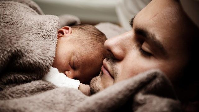 잠 잘 때 건강에 좋지 않은 습관들