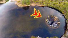 호수 가운데에 뚫린 신기한 구멍