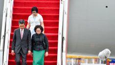 [禁聞] 시진핑을 환영하려고 비행기에 올랐던 렁춘잉 쫒겨나