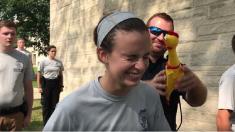 어떤 상황에서도 웃음을 참을 수 있는 자만이 미국 경찰 될 수 있다