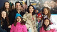 암으로 사망한 친구 딸 4명을 입양한 부부