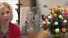 죽은 남편이 아내에게 장미꽃을 보내다