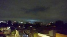 지진과 동시에 하늘에 나타난 미스테리한 빛
