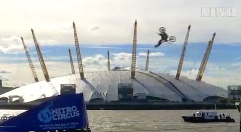 [영상] 모터사이클 타고 공중제비