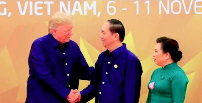 트럼프, 베트남 공식 방문하여 전략적 동반자 관계 공고화