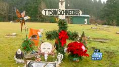 아들의 묘지를 찾아간 엄마의 어떤 감동적인 만남