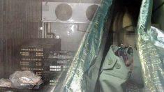 냉동창고에 갇힌 여직원을 구해준 것은 바로 자신의 친절