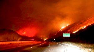 캘리포니아주 산불 확산 주민 20만 명 대피