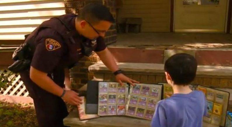 포켓몬 카드를 도둑 맞은 소년에게 자신의 소장품 선물한 경찰