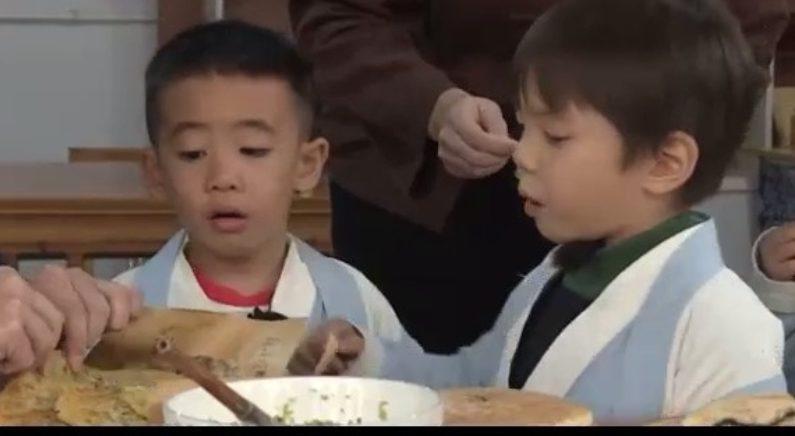 아이들 입맛을 사로잡는 중국식 파전 '총요우빙'