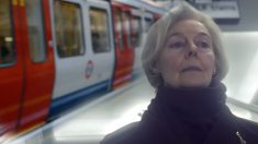 '당신의 목소리' 매일 지하철 역 찾은 60대 여인의 애틋한 러브스토리