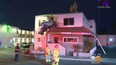 사고 차량, 건물 2층에 틀어박혀..'실제 상황'