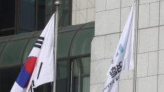 검찰, 현직 검사 2명 긴급체포..수사기록 유출 혐의로 구속영장