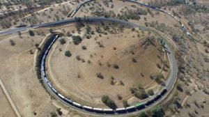 (영상) 엄청난 곡선 철도 위를 지나는 화물열차