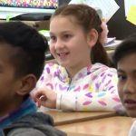 엄마의 존재가 필요했던 학생에게 찾아온 선물 같은 존재(영상)