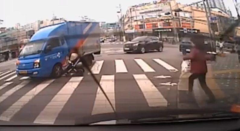 """""""유모차와 택배차량 영상에 나온 기사""""라고 밝힌 이가 쓴 사건 후기"""