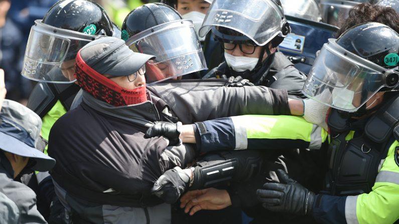 사드반대단체-국방부, 공사 재개 여부 16일 재협의