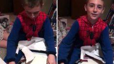 """(영상) """"어? 인피니티 건틀릿 아닌데.."""" 어리둥절했던 소년을 감격시킨 선물"""