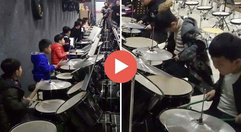 칼같은 군무가 돋보이는 중국의 드럼교습소(영상)