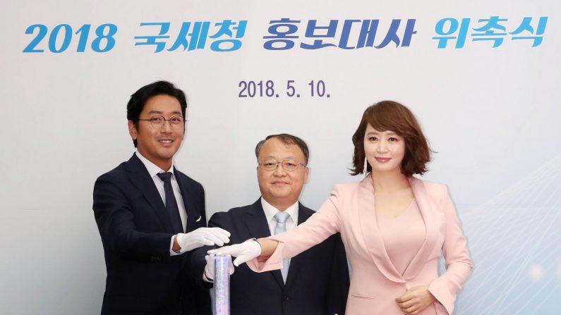 '아름다운 얼굴 1위'에 이은 김혜수와 하정우의 또 다른 인연 '모범 납세자'
