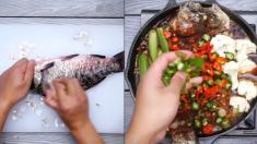 (영상) 하얀 무로 깔끔하게 손질된 잉어를 보글보글 끓는 생선 야채 전골로..