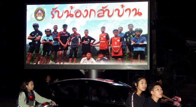 '생환' 태국 소년들, 월드컵 결승전 관람 무산