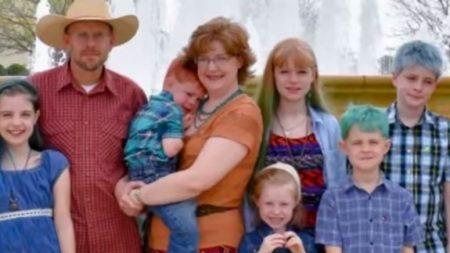 """교통사고로 한꺼번에 부모 잃은 6남매, """"희망이 있어요""""(영상)"""
