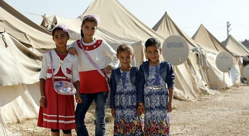 """""""소녀는 신부가 아닙니다""""..결혼 망친 터키사진사 '영웅'으로"""
