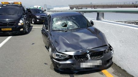김해공항 BMW 운전자 시속 131km 질주..제한속도 3배 초과