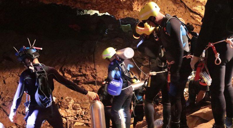 동굴소년 구조직후 배수펌프 고장…잔업대원들 '혼신의 탈출'