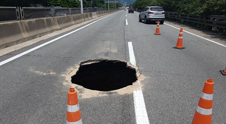 부산 도시고속도로에 대형 싱크홀..4개 램프 전면 통제