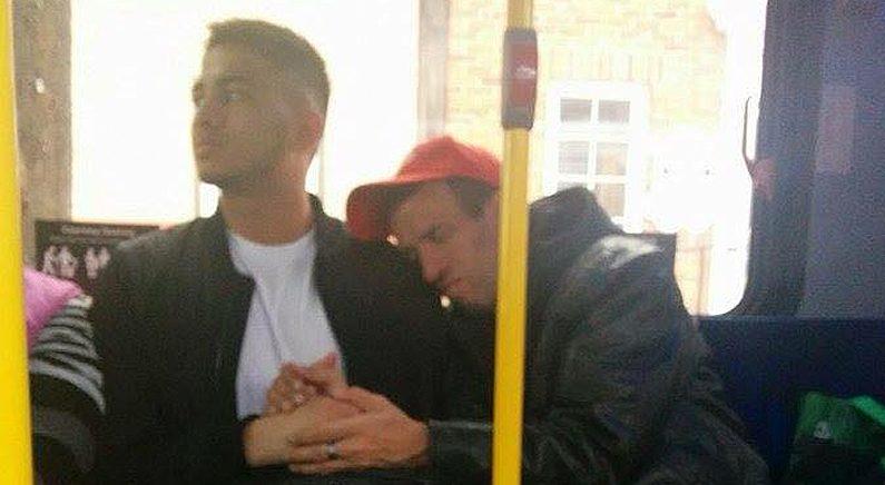 한 대학생이 버스에서 장애인의 손을 30분이나 잡아준 이유