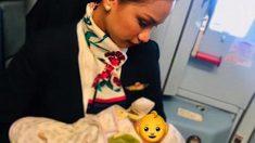 배고파 우는 아기에 모유 수유한 승무원