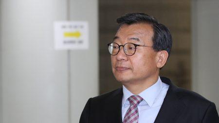 '세월호 보도개입' 이정현 1심 징역 1년에 집유 2년(2보)