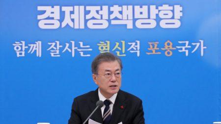 문대통령 '최저임금 보완' 언급…경제 활력찾기 '총력전'