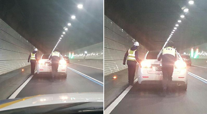 경찰관들, 터널 안 고장 차량 직접 밀어 귀경길 정체 해소