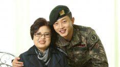 """첫 휴가 나와 할머니와 가족사진 찍은 김민석 """"가장 의미 있는 일"""""""