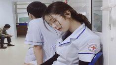 '잠자는 병원의 공주'…병원일에 지쳐 잠든 '간호사'