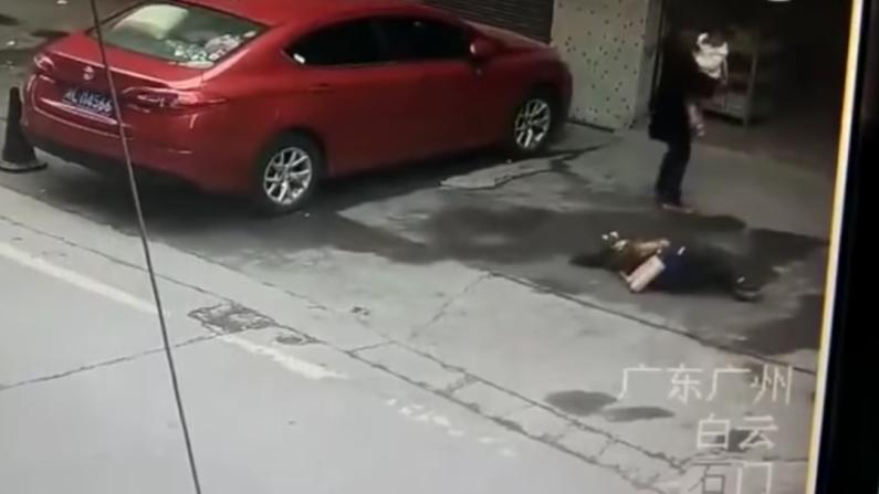 하늘에서 갑자기 떨어진 '개' 맞고 쓰러졌던 중국 여성의 안타까운 근황