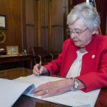 미 앨라배마주, 낙태 시술한 의사 평생 감옥 보내는 법안 통과