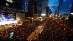 전 세계 감동시킨 '홍콩 시위대' 사진 한 장