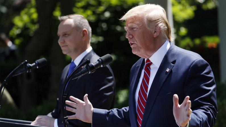 """트럼프 """"북한과 매우 잘 해나갈 것""""…4번이나 """"서두를 것 없다"""""""