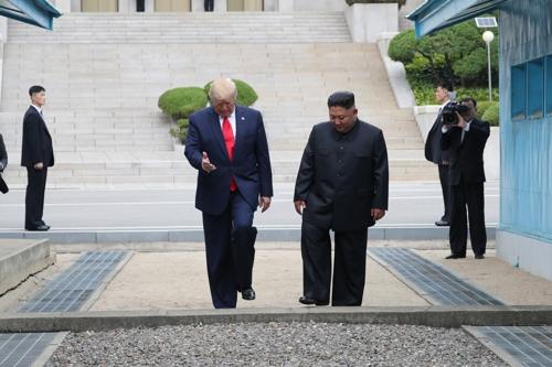 """남북미 정상, 판문점에서 역사적 회동 """"전 세계에 중요한 만남"""""""