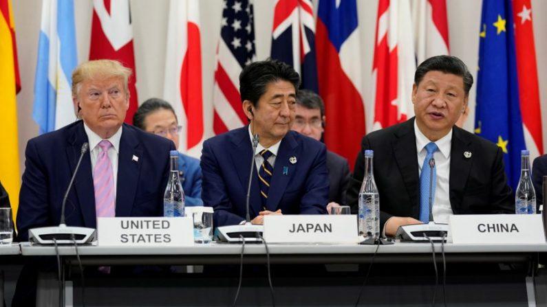 미중 무역담판 앞둔 시진핑, 오사카 G20 정상회의서 트럼프와 악수