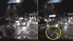 '무단횡단 사고 영상' 본 누리꾼들이 보행자를 비난하는 이유 (영상)