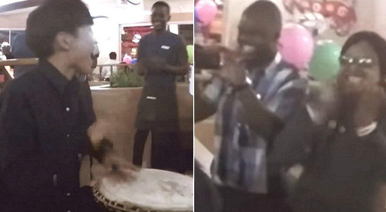 남아공 식당서 밥 먹다가 '라이온킹' OST 불러 외국인들 소름 돋게 만든 한국인들 (영상)