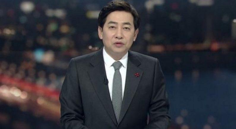 지하철서 원피스 입은 여성 몰카 찍다 현행범으로 '체포'된 SBS 김성준 전 앵커