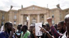 '검은 조끼' 프랑스 난민, 팡테옹 난입해 거주권 요구 시위