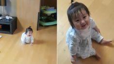퇴근하고 집에 온 아빠를 온몸으로 반겨주는 갓난아기 (1천만뷰 영상)