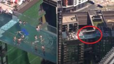 """""""하늘에서 둥둥"""" 35m 공중에 걸쳐져 있는 '투명 수영장'이 개장했다"""
